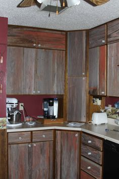 Barn board cabinet doors with insulators for knobs Country Primitive, Primitive Decor, Fence Boards, Cabinet Doors, Wood Pallets, Barn Wood, Cool Kitchens, Crates, Home Improvement