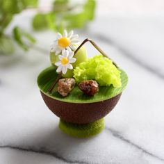☆ Michael - The Food Radar (@world_food_radar):「 May 17 2017。Hong Kong。Dessert。Pistachio Cake I wish I can make cake like this !!!… 」