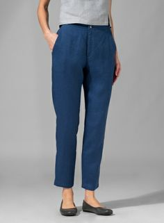 Rewind your look with a little vintage flair with this fitted pants for a retro and classy look.