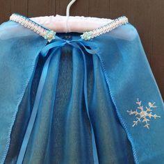 Frozen Inspired Queen Elsa Cape with train by ToolBeltsandTutus Princess Elsa Dress, Disney Princess Dresses, Frozen Birthday Theme, Frozen Party, Couple Halloween Costumes, Diy Costumes, Woman Costumes, Adult Costumes, Cumple De Frozen Ideas