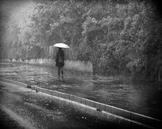yağmurda yalnız yürümek - Google'da Ara