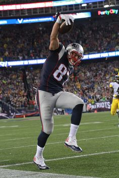 Tip-toeing #Gronk #Patriots #NEvsPIT #GronkSpike