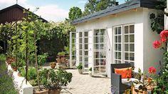 Ude og alligevel inde! Med et orangeri med glasdøre fra loft til gulv kan du nyde flere sommeraftener.