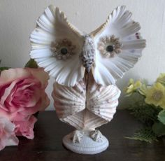 """Vtg sea shell arts and crafts owl kitsch figurine. 8""""H.Googly eyes"""