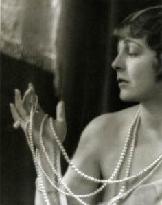 Helene Chadwick, Clarence Sinclair Bull