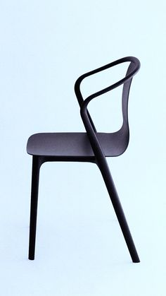 the belleville chair / ronan and erwan bouroullec for vitra Vitra Furniture, Vitra Chair, Table Furniture, Modern Furniture, Furniture Design, Cafe Chairs, Take A Seat, Chair Design, Armchair