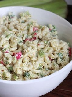 This recipe for Skinny Macaroni Salad turned out delicious and I even prefer it over some of the high fat recipes that I've tried in the past. This recipe is the perfect side dish for summer cookouts and get togethers! Diet Recipes, Cooking Recipes, Healthy Recipes, Healthy Options, Coctails Recipes, Pasta Recipes, Healthy Dishes, Pasta Dishes, Food Dishes