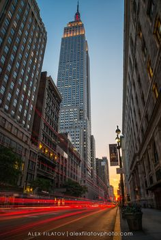 Image from http://cdn.c.photoshelter.com/img-get/I0000a8bUzt7yeoc/s/900/900/Manhattanhenge-at-34th-Street.jpg.