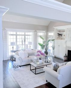 As a part of our Bright White Home Series, today I'm sharing the elegant and fabulous home of my dear friend, Deborah Blount, of Blount Designs.