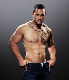 Maori men: Muscle, ta moko, sports agility, cultural fierce when in performance mode. Rugby League, Rugby Players, Liam Messam, Sexy Tattooed Men, Rugby Men, Fashion Poses, Good Looking Men, Male Body, Gorgeous Men