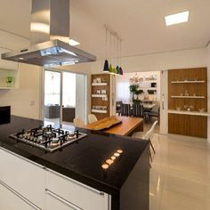 Foto: Cozinha e sala de almoço dividindo o mesmo ambiente #cozinha #saladealmoco #ktarquiteturaeinteriores #decoração #inspiração #interiores #interiordesign #instadecor #ambientesintegrados