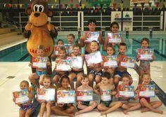 Woensdag 27 november j.l. hebben maar liefst 18 kinderen de kans kregen om hun B-diploma te behalen. Alle kinderen deden de uitvoering van de verschillede zwemoefeningen bijzonder goed en behaalden dan ook allemaal hun B-zwemdiploma.