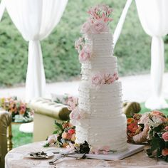 Ruffles and buttons wedding cake | Allan Zepeda Photography | Marcy Blum Associates | The Biltmore Estate | Cake Alchemy