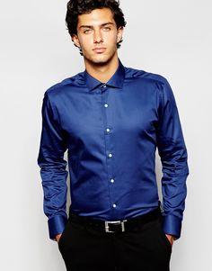 Elegantes Hemd von Ted Baker atmungsaktive Baumwolle spitzer Kragen Knopfleiste schmaler, körpernaher Schnitt Maschinenwäsche 100% Baumwolle Model trägt M und ist 189 cm/6 Fuß 2 Zoll groß