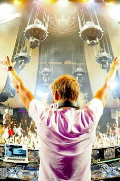 armin van buuren, vans and the one. Avicii, House Music, Music Is Life, Scream Music, A State Of Trance, Rave Gear, Electric Daisy Carnival, Trance Music, Best Dj
