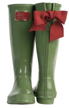 Wellies with a BIG bow?! YES please!