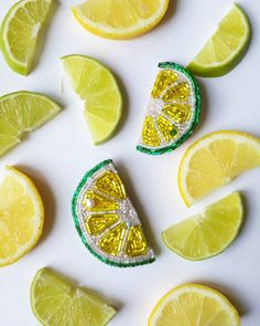 Лайм #брошьизбисера #брошкаизбисера #брошьручнойработы #ручнаяработа #лайм #цитрус #лайм #лимон #бисер #стеклярус #brooches #handmade #lemon #lime #beads #smileme_brooches #vsco #vscorussia #yellow #green #желтый #зеленый #лето #vsco #vscocam #smileme_brooches