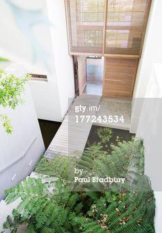 Lizenzfreies Bild: Footbridge in courtyard of modern house Outdoor Furniture Sets, Outdoor Decor, Architecture, Home Decor, House, Modern Houses, Pictures, Homemade Home Decor, Architecture Illustrations