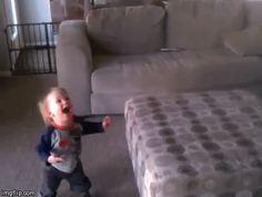 Soplar burbujas… | 23 increíbles momentos que logras vivir nuevamente a través de tus hijos