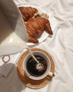 Coffee Cafe, Coffee Shop, Coffee Milk, Drink Coffee, Dessert Drinks, Dessert Recipes, Desserts, Picnic Menu, I Love Coffee