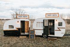Juice Bar Design, Hippie Camper, Outside Paint, Diy Camper, Camper Ideas, Mobile Shop, Camper Renovation, Remodeled Campers, Party Props