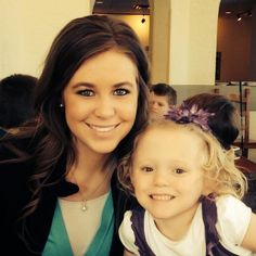 These are some of the best wavy hairstyles from the girls from the Duggars family on TLC's 19 Kids and Counting. Duggar Sisters, Duggar Girls, Jana Marie Duggar, Jill Duggar, Dugger Family, Last Child, Bates Family, 19 Kids And Counting, Family Show