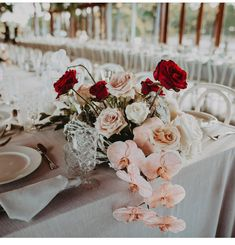Blossoms perched at the ends of long tables .. 📷 @jimmons captured so beautifully at @blackbrewingco_weddings we styled - coordinated &…