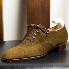 THE SHOEMAKER WORLD - Green the color of Autumn. Discover @yoheif ukuda shoemaker and their Bespoke Oxford.