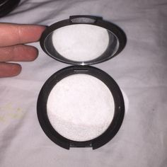 becca pearl highlighter used once- just too similar to my anastasia one. it's a white gold color. no trades and 100% authentic! NOT MAC! MAC Cosmetics Makeup Luminizer