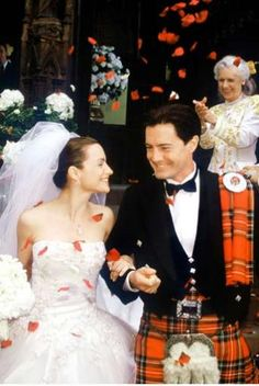 Sex and the City Wedding - Trey MacDougal and Charlotte York (Kyle MacLachlan and Kristin Davis) get married. Wedding dress by Vera Wang. Famous Wedding Dresses, Wedding Dress Pictures, Charlotte York, Tartan Wedding, Wedding Movies, Men In Kilts, Before Wedding, Marry You, Celebrity Weddings