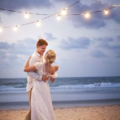 Planning a destination wedding? What you should know to pick the right spot and plan the best wedding ever! Photo via Millie Holloman