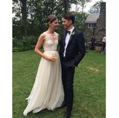 Sara Blomqvist vêtue de sa seconde robe de mariée signée Leanne Marshall lors de son mariage avec Jeremy Young http://www.vogue.fr/mariage/inspirations/diaporama/la-robe-valentino-de-sara-blomqvist/19786#!sara-blomqvist-vetue-de-sa-seconde-robe-de-mariee-signee-leanne-marshall-lors-de-son-mariage-avec-jeremy-young
