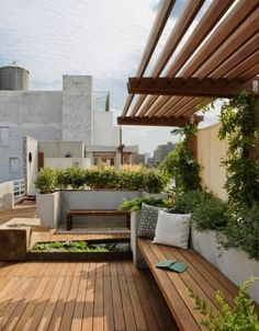 Dachterrasse Sonnenschutz-Begrünung Sitzgelegenheiten stadtblick