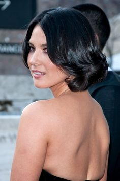 Olivia Munns chic, sophisticated hairstyle