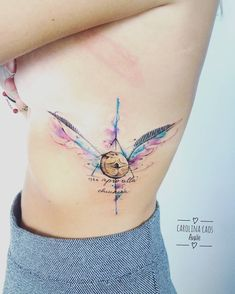Tatuagem criada por Carolina Avalle.  Pomo de ouro, do filme harry potter. #beautytatoos