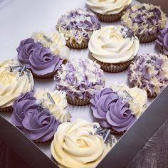 purple cupcakes / purple cupcakes - purple cupcakes birthday - purple cupcakes wedding - purple cupcakes ideas - purple cupcakes birthday kids - purple cupcakes for kids - purple cupcakes recipe - purple cupcakes decoration Purple Wedding Cupcakes, Bridal Cupcakes, Floral Cupcakes, Lilac Wedding, Spring Wedding, Mini Cakes, Cupcake Cakes, Cupcake Ideas, Buttercream Cupcakes