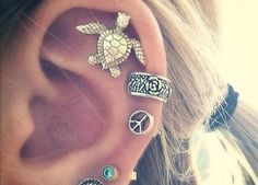 I neeeed that turtle earring! I will get my cartilage pierced for that earring
