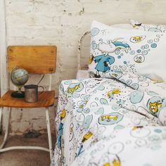 Herra Hakkaraisen hulvaton maailma Fall Winter, Autumn, Throw Pillows, Bed, Collection, Toss Pillows, Fall Season, Cushions, Stream Bed