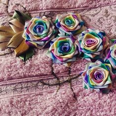 LOY HANDCRAFTS, TOWELS EMBROYDERED WITH SATIN RIBBON ROSES: FLORES COLORIDAS