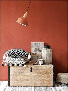chaleureux ocre rouge associer avec notre mobilier transparent et l gant sur www. Black Bedroom Furniture Sets. Home Design Ideas