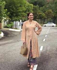 Modern Hijab Fashion, Street Hijab Fashion, Abaya Fashion, Ethnic Fashion, Fashion Outfits, Model Kebaya Modern, Kebaya Modern Dress, Kebaya Dress, Kebaya Hijab