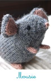 Knitted mousie. #knitting #yarn