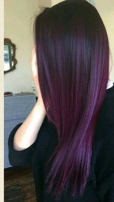 hair makeup ,Para as cacheadas at the crespas, dormir sem desmanchar os in this handset cachos parece até. Light Red Hair Color, Dark Purple Hair, Pretty Hair Color, Hair Color Purple, Hair Dye Colors, Plum Violet Hair, Deep Burgundy Hair, Violet Ombre, Violet Hair Colors