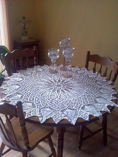 Ravelry: 7520 Pineapple and Spider Web pattern by Alice BrooksSize: Approximately 40 inches cm) or 60 inches cm) in diameter, depending on thread size. Crochet Table Topper, Crochet Table Runner Pattern, Free Crochet Doily Patterns, Crochet Designs, Crochet Kitchen, Crochet Home, Mantel Redondo, Web Patterns, Clothes Patterns