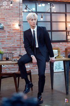 [ Men's Health Magazine Behind ] ~ ~ K Pop, Astro Kpop Group, Kim Myungjun, Workout Routine For Men, Workout Men, Astro Fandom Name, Eunwoo Astro, Fashion Idol, Models
