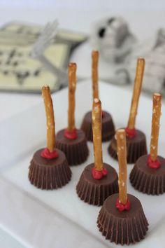 Halloween Witches Brooms | Fun Halloween food party idea.  {crafts treat decor halloween crafts recipe snack desserts DIY tutorial}