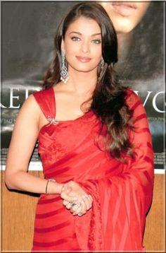 aishwarya rai in half cap sleeves sari blouse Saree Blouse Patterns, Sari Blouse Designs, Blouse Styles, Choli Designs, Red Saree, Bollywood Saree, Bollywood Actors, Moda Indiana, Actress Aishwarya Rai