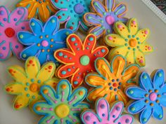 Love the splash of colour! Flower Cookies - Spring Flower Cookie Favors by Lori's Place Gourmet Delights, via Flickr