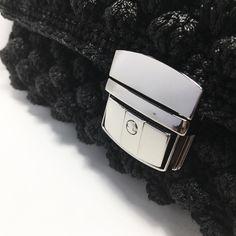 Τσάντα πλεκτη χειροποίητη με κόμπους -bubbles Handmade Bags, Apple Watch, Smart Watch, Fashion, Moda, Handmade Handbags, Smartwatch, Fashion Styles, Fashion Illustrations