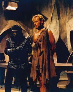 A Gorilla Guard & Taylor (Charlton Heston) - Planet of the Apes Sci Fi Movies, Movie Tv, Plant Of The Apes, Linda Harrison, James Whitmore, Eric Braeden, Kim Hunter, Horror Show, Post Apocalypse